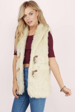 cream-wake-me-up-in-winter-fur-vest2x