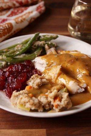 gallery-1479422878-delish-perfect-gravy-pin-1-1024