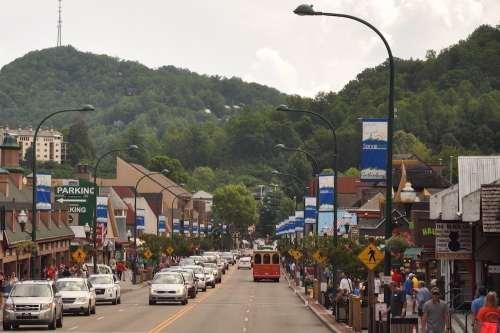 Great-photo-of-downtown-Gatlinburg-TN